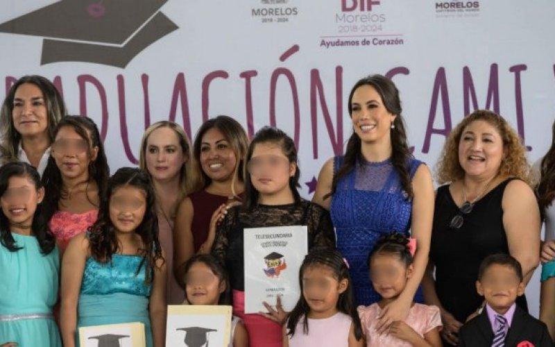 "<a href=""/slideshow/encabeza-presidenta-del-dif-morelos-clausura-de-ciclo-escolar-en-centros-de-asistencia"">ENCABEZA PRESIDENTA DEL DIF MORELOS CLAUSURA DE CICLO ESCOLAR EN CENTROS DE ASISTENCIA SOCIAL</a>"