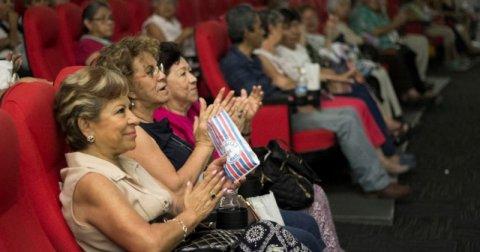 """<a href=""""/noticias/disfrutan-adultos-mayores-funcion-de-cine-gratuita"""">DISFRUTAN ADULTOS MAYORES FUNCIÓN DE CINE GRATUITA</a>"""