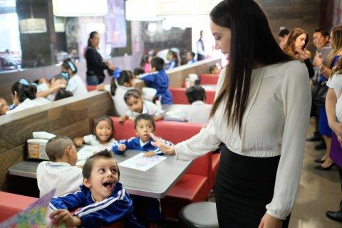 """<a href=""""/noticias/convive-natalia-rezende-con-alumnos-del-jardin-de-ninos-carmen-oliveros-de-amatitlan"""">CONVIVE NATALIA REZENDE CON ALUMNOS DEL JARDÍN DE NIÑOS CARMEN OLIVEROS, DE AMATITLÁN</a>"""