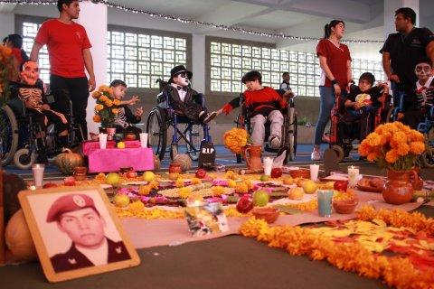 DEMUESTRAN NIÑOS CON DISCAPACIDAD TALENTO EN FESTEJO DÍA DE MUERTOS